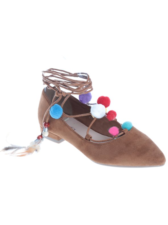 Flat Shoes simile to women knotted at the ankle with pompoms