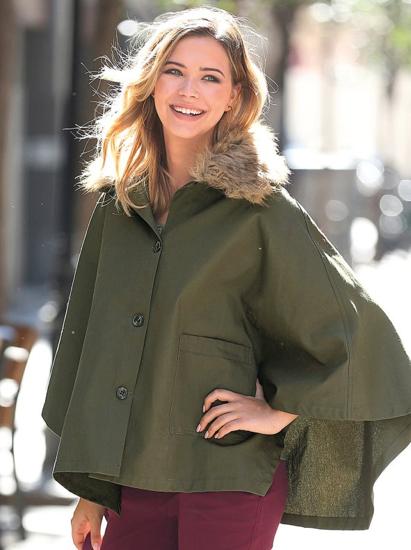 Women's parka tyle jacket with synthetic fur around hood