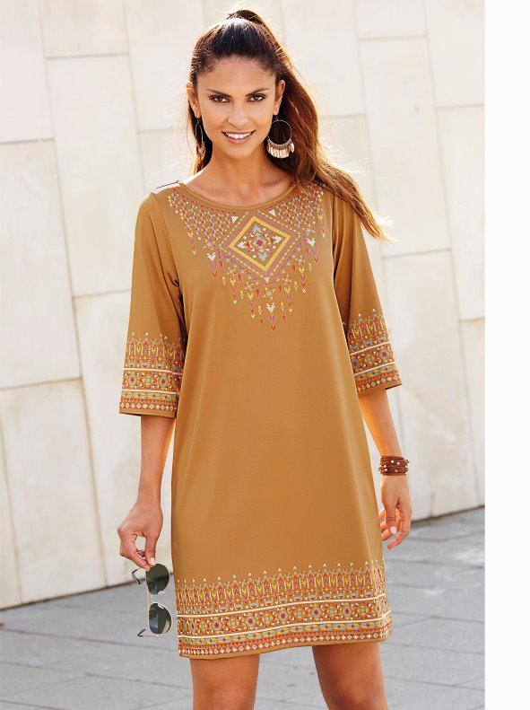 Women's dress, round neckline and 3/4 sleeves