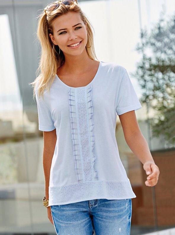 Camiseta manga corta con pieza bordado suizo y volante