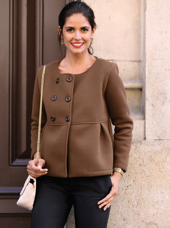 Woman's neoprene jacket closed by buttons cut at the waist