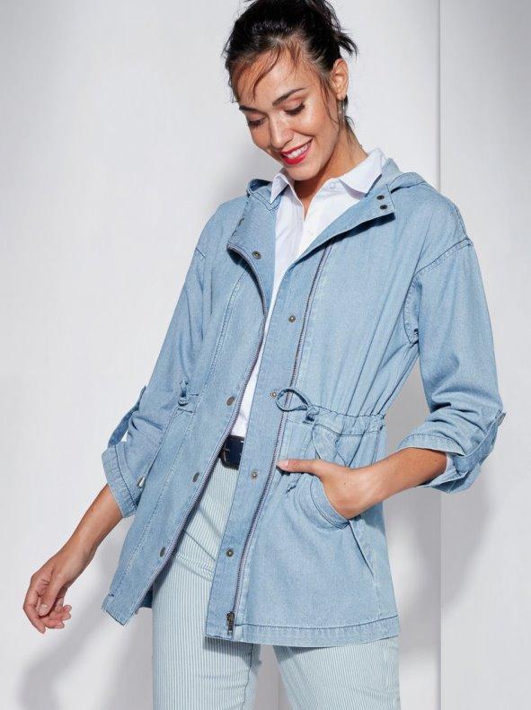 15eddf99e Una parka con capucha ideal para cualquier época del año porque su manga  larga regulable con tira y botón te permite lucirla como prefieras.