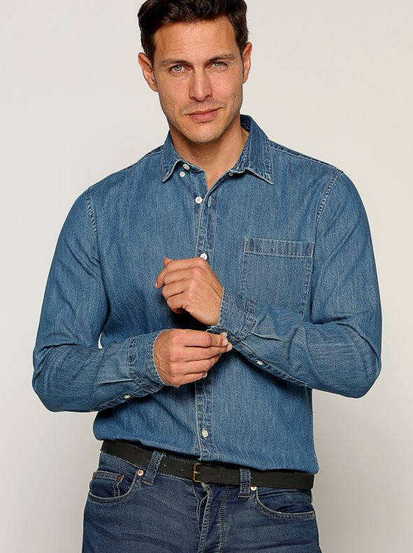 Camisa vaquera cuello clásico y tapeta con botonadura frontal hombre - 025133