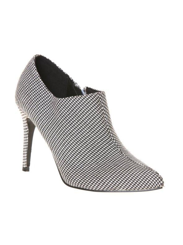 Zapatos abotinados con fino tacón pata de gallo