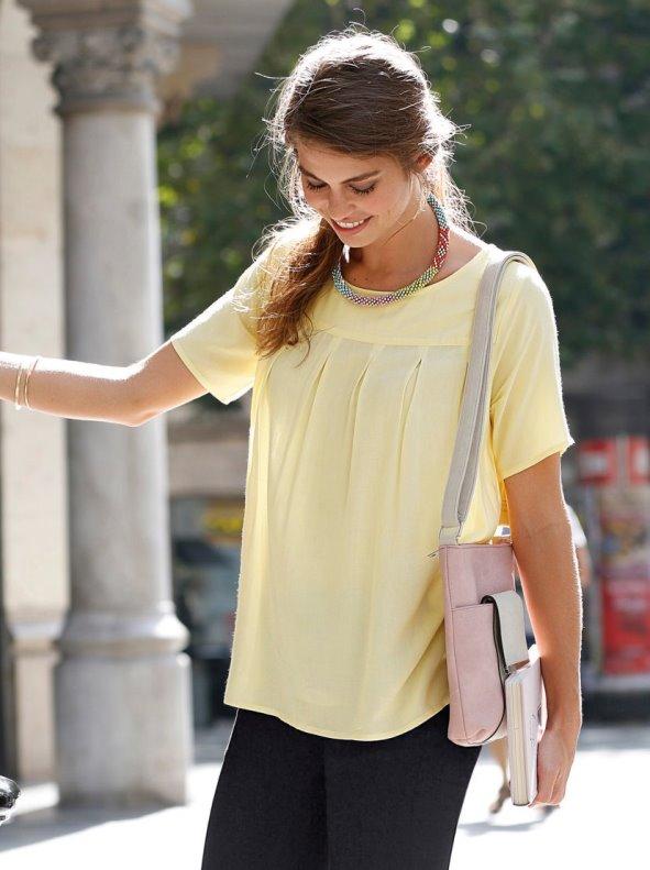 Blusa de manga corta para señora con canesú y tablas
