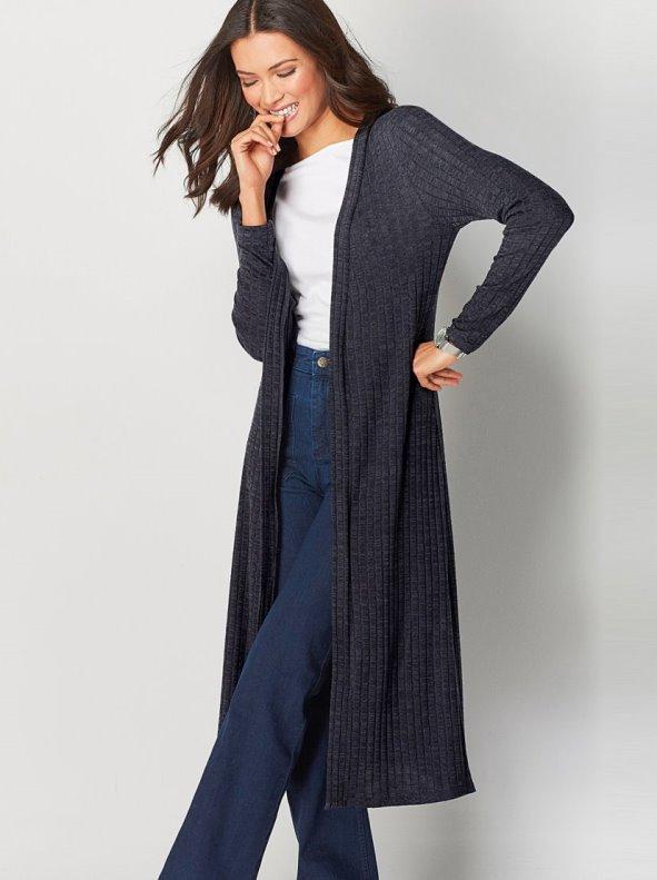 Claves para acertar con los abrigos de mujer. Elegir abrigos de mujer funcionales que resulten a la vez elegantes y versátiles es el reto al que toda mujer tiene que enfrentarse de forma constante a lo largo de su vida.
