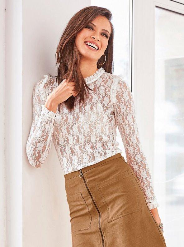 Blusa manga larga de encaje semitransparente con mini volante