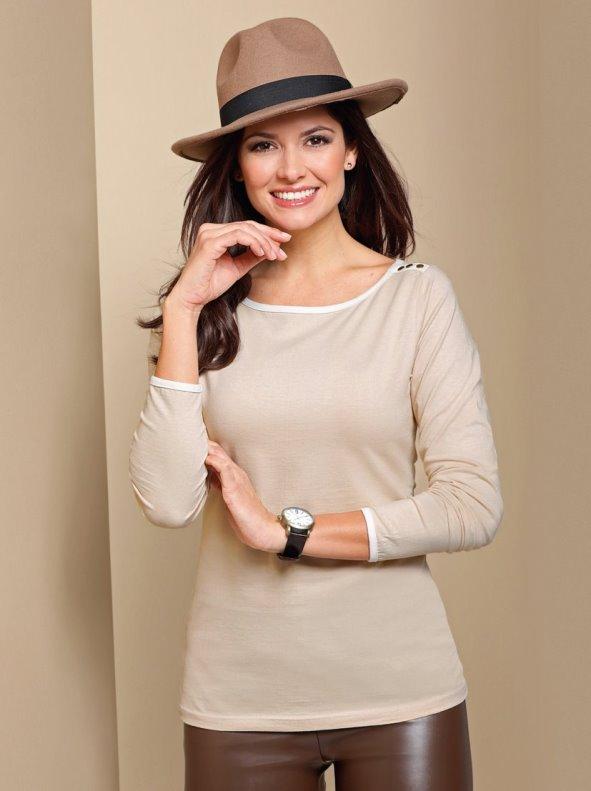 Camiseta mujer manga larga con vivos y aplicaciones metálicas