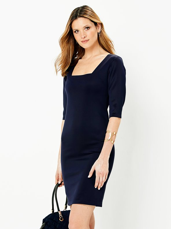 Neoprene point dress with a square neckline and sleeve to the elbow
