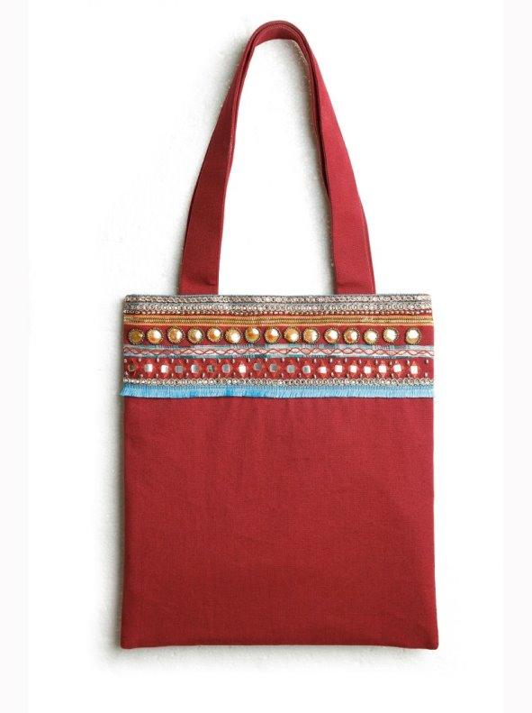Bolso cuadrado de tejido canvas con abalorios bordados